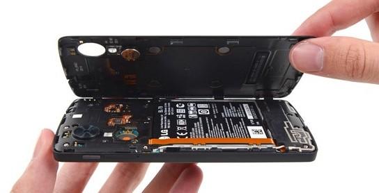 Что делать, если телефон упал в воду - разберите устройство