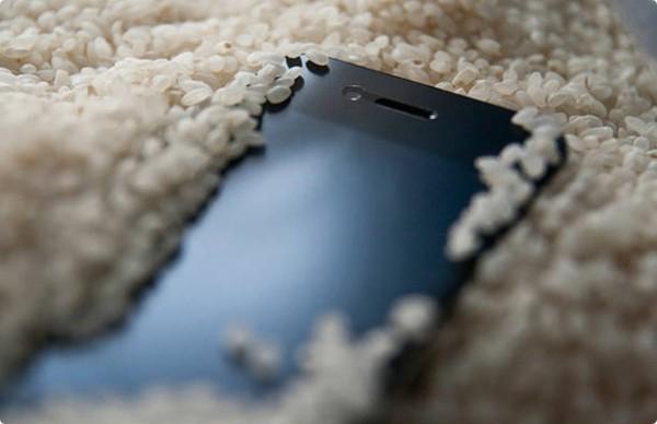 Что делать, если телефон упал в воду - впитывающий абсорбент